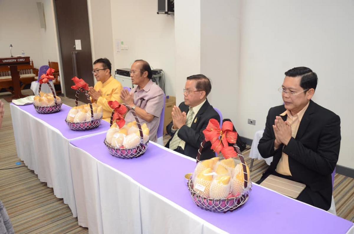 รดน้ำดำหัวและขอพรจากคณะกรรมการอำนวยการประจำสำนักบริการวิชาการ เนื่องในวาระปีใหม่ไทยปี 2562