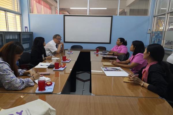 เข้าพบคณะครูโรงเรียนผดุงราษฎร์เพื่อประชาสัมพันธ์บริการวิชาการเพื่อการศึกษา โครงการพัฒนาศักยภาพการศึกษาและบุคคลากร