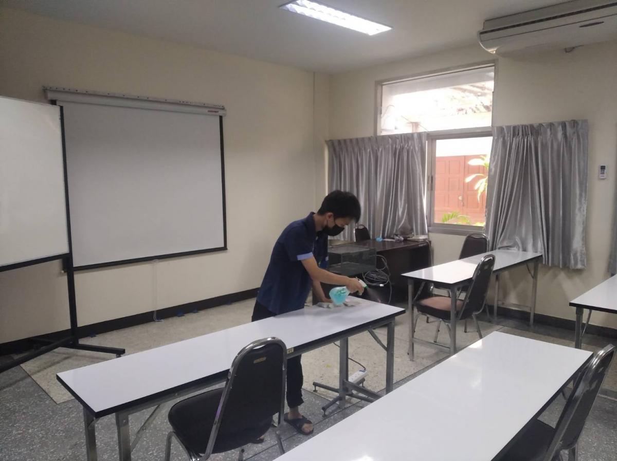 ทำความสะอาดสถานที่ และห้องเรียน อาคารกรีนนิมมาน ซีเอ็มยู เรสซิเดนซ์