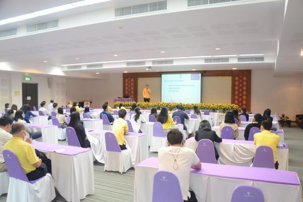 การบรรยายจาก รองศาสตราจารย์ ดร.ชรินทร์ เตชะพันธ์ รองอธิการบดี เรื่อง โครงสร้างองค์กรและการปรับตัวของบุคลากรเพื่อรองรับการเปลี่ยนแปลง
