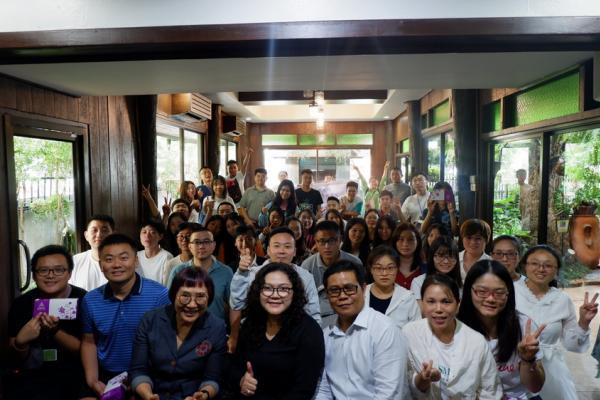 คณะนักศึกษาจาก Business school of Guangxi Universityทัศนศึกษาแหล่งประกอบการ(ร้านอาหารเรือนไม้ไทยใหญ่)