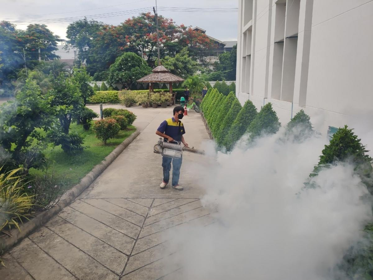 งานอาคารสถานที่ดำเนินการฉีดพ่นยาฆ่าแมลง ยุง